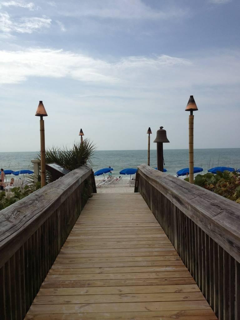 Ritz-Beach-Entrance